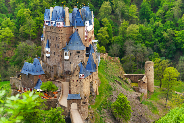 【ドイツ3大美城】本物の中世のお城、森の中にそびえる孤高の名城・エルツ城を訪ねて