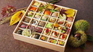 蓋をひらくと歓声があがりそう!宝石箱のような、カラフルミニロール寿司弁当