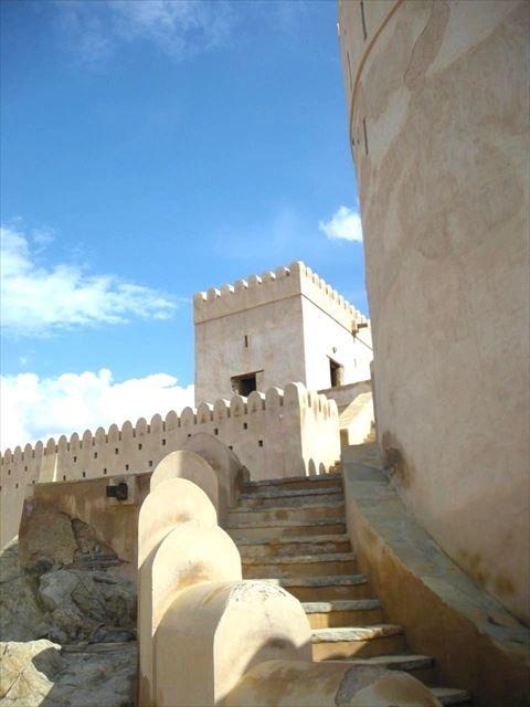 オマーンを旅したら訪れたい。壮大で美しき砦「ナハル・フォート」