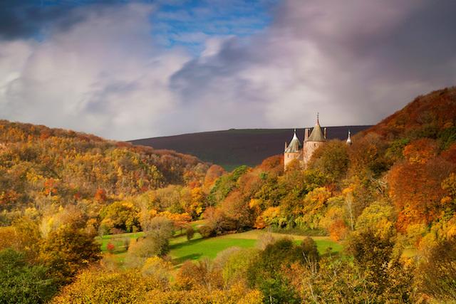 ウェールズで最も美しい赤い城「カステル・コッホ」