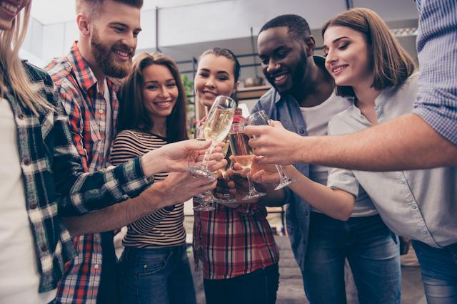 【ランキング】海外駐在員の「友達ができやすい国」ベスト&ワースト3