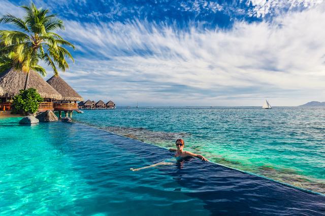 自由とわくわくを感じさせてくれる、この世のインフィニティなもの〜プールも温泉もスマホも!〜