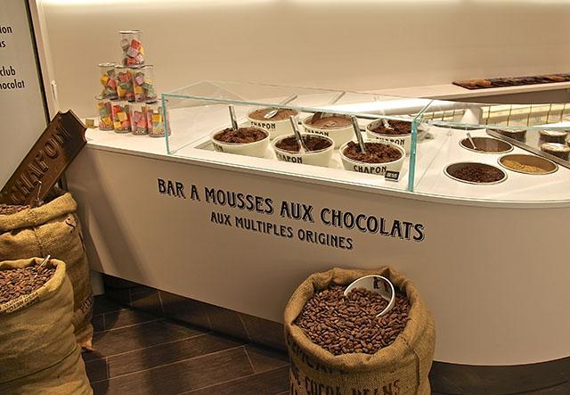 世界各地の名酒をかけて愉しむ秋冬限定の大人のチョコレートムースデザートが発売!