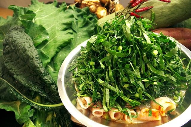 鍋でヘルシーに!採れたてケールと旬の在来種野菜食べ放題の「農家のケール火鍋」が登場!