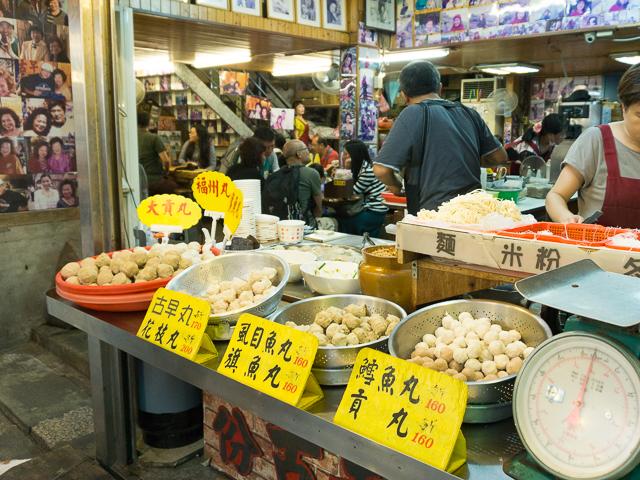 九份は台北からすぐ!街並みと食べ歩きとお土産を楽しむ。