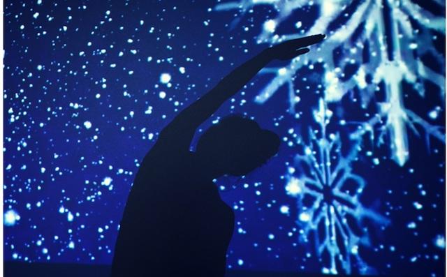 最高の眠りへと誘う「暗闇ヨガ」イベントで一年の疲れとストレスを一掃したい!