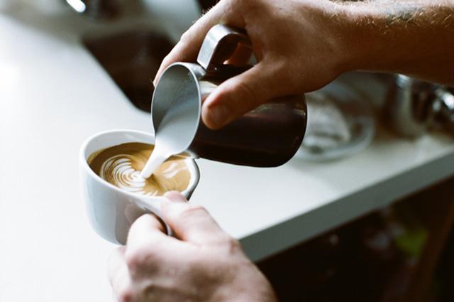 いま、体験すべき最新ドリンク!デザート×コーヒーのコラボ「ワッフルショットスムージー」