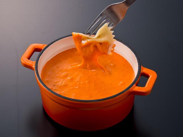 カラフルな「チーズフォンデュ」?6つの色から選ぶ「クレイジーモンスターチーズフォンデュ」コースが登場