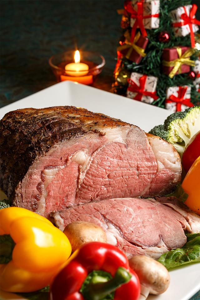 目の前で切り分ける肉汁たっぷりローストビーフが食べられる「クリスマスディナーコース」が登場