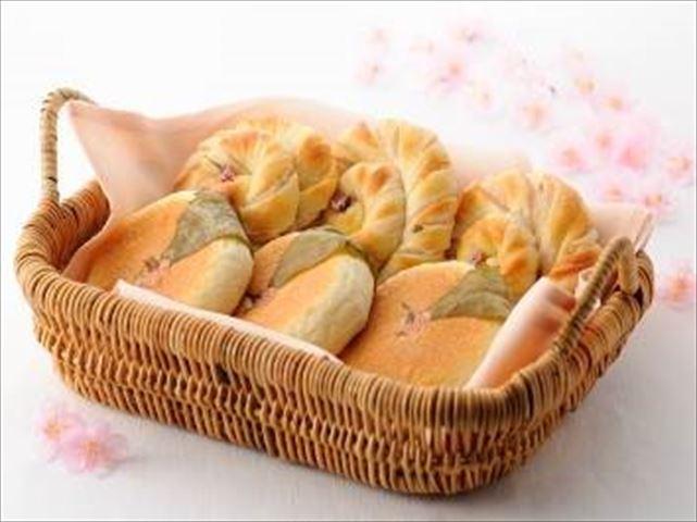 春の訪れを感じる桜と苺のアフタヌーンティー【グランドハイアット東京】