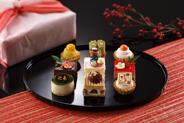 門松や鏡餅、獅子舞に南天など新春のモチーフをちりばめた小さなケーキが登場!【ウェスティン都ホテル京都】