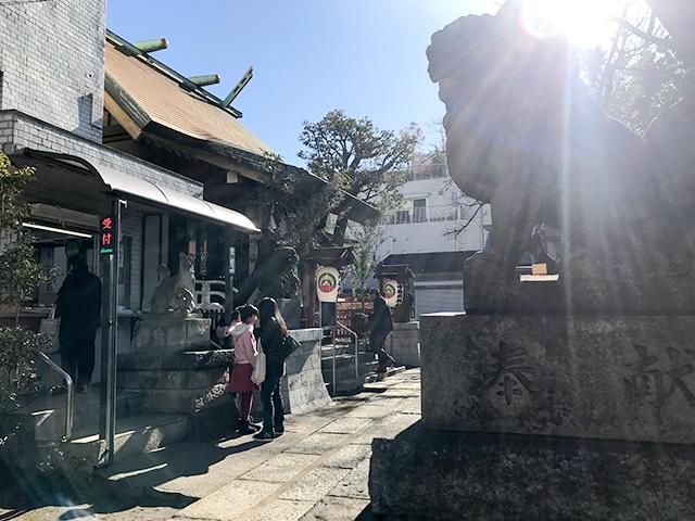 宝くじが当たるかも?都心のパワースポット「皆中稲荷神社」にお参りしよう