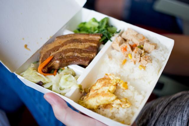 ありえない!日本人が台湾のローカル食堂で驚いたこと5選~店員が食事中?~