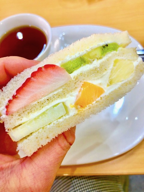 華やかな見た目にうっとり!京都で極上フルーツサンドが食べられる名店3選