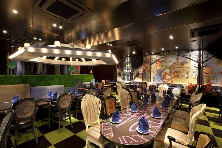 アリスの世界観を春限定メニューで楽しむ「アリスのファンタジーレストラン」