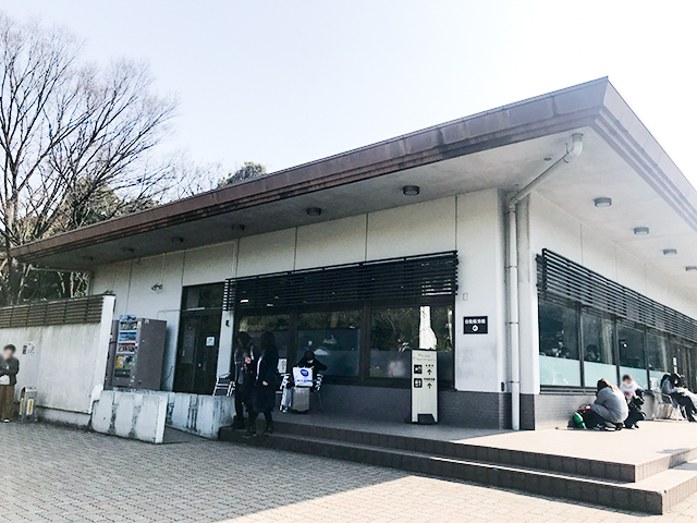 日本武道館の穴場レストハウスで東京湾で捕れた鯖フライサンドを味わう