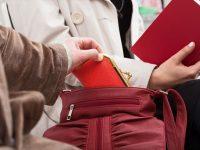 集団スリや署名スリも!在住者が教えるパリのスリの手口とその対策