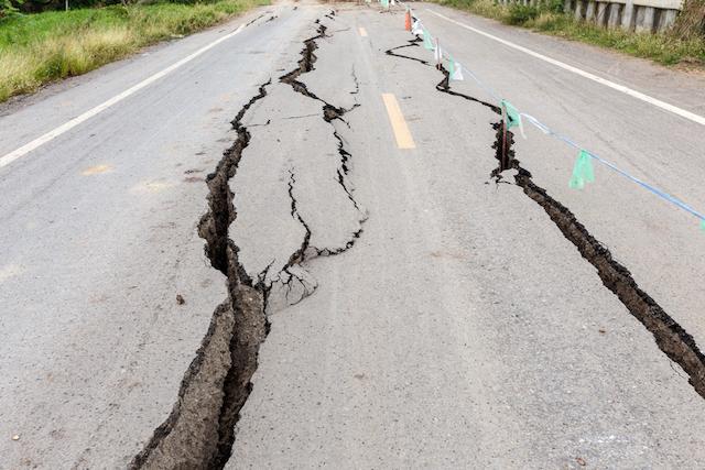 在外公館に安否の報告は!?海外旅行中に大地震に被災したら