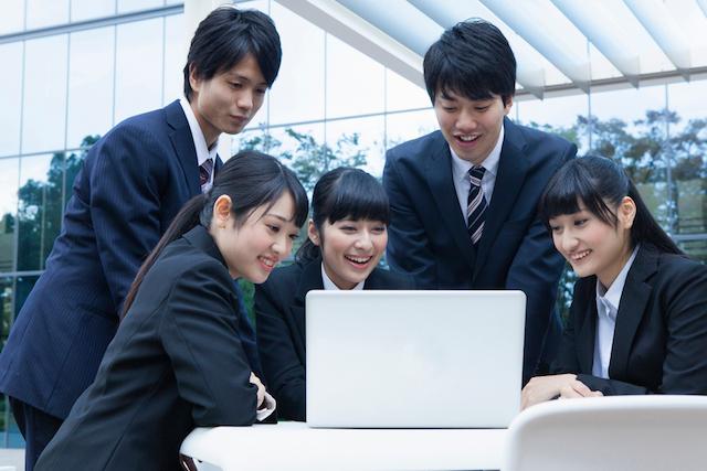 フランスでは新卒採用は存在しない。日本とフランスの就活事情違い