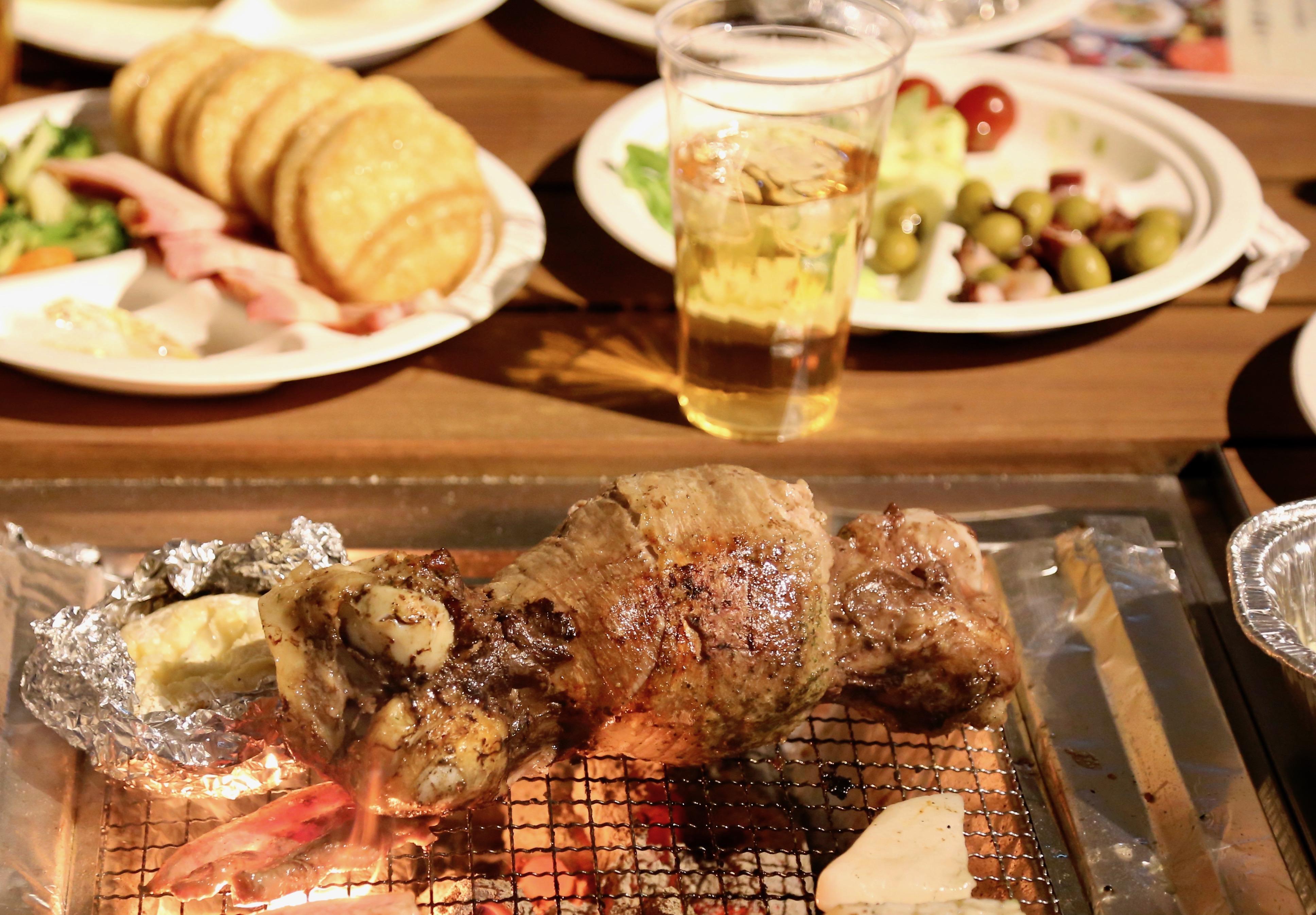 肉好き必見!新宿FlagsBBQ&ビアガーデンに「究極のマンモス肉」を堪能できるプランが登場