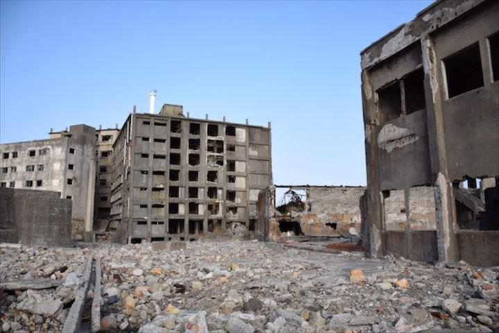 ※日本の島特集 当時の息遣いが感じられる廃墟の島、 長崎の世界遺産「軍艦島」