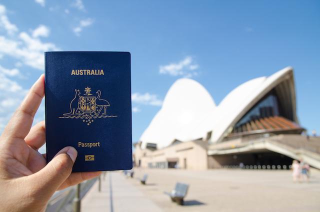 【2018年最新版】世界で最強のパスポートはどの国?アノ国のビザも不要に