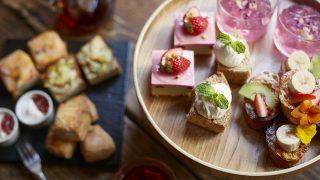 ミニだから可愛くて食べやすい「フラワーアフターヌーンティー」青山フラワーマーケット ティーハウス