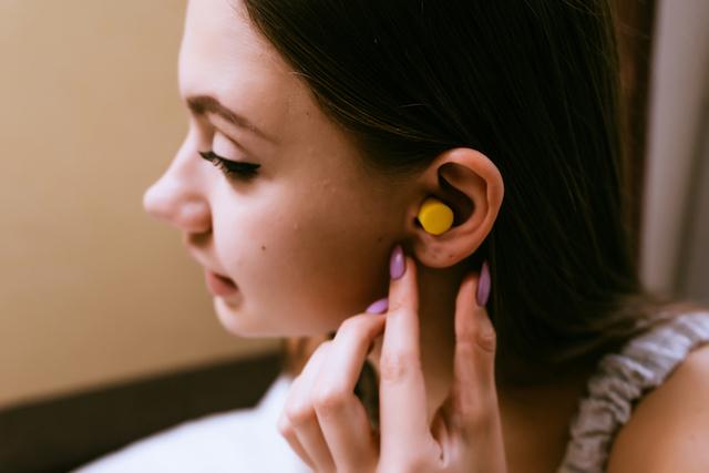 GW前に購入しとく!?100円以下で遮音性「最強」の耳栓とは