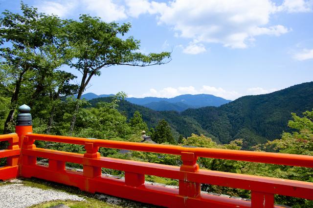 京都最強のパワースポット、神秘の森に包まれた鞍馬・貴船をハイキング