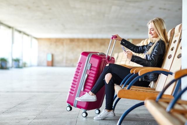 旅行スーツケースやキャリーは何色がいい?人気の色ランキングと選ぶポイント