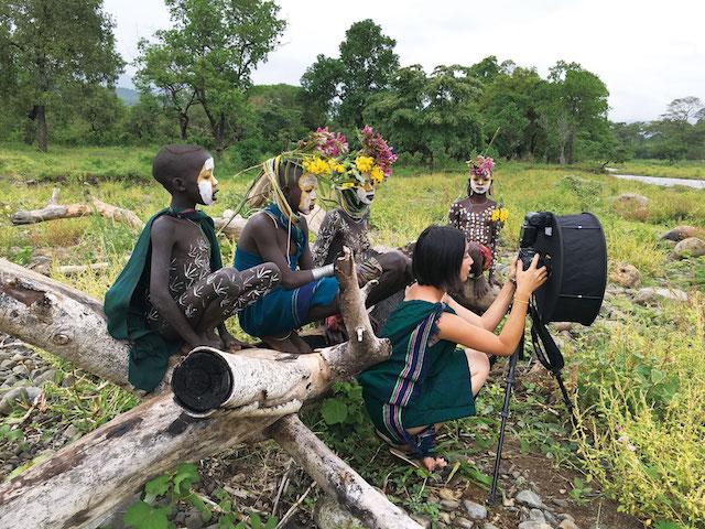 話題の写真家、ヨシダナギさんのベスト作品集『HEROES』が発売!