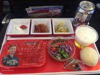 JAL国際線エコノミークラス【機内食ルポ】東京(成田)〜ニューヨークの機内食。日本発は「空の上のレストラン」