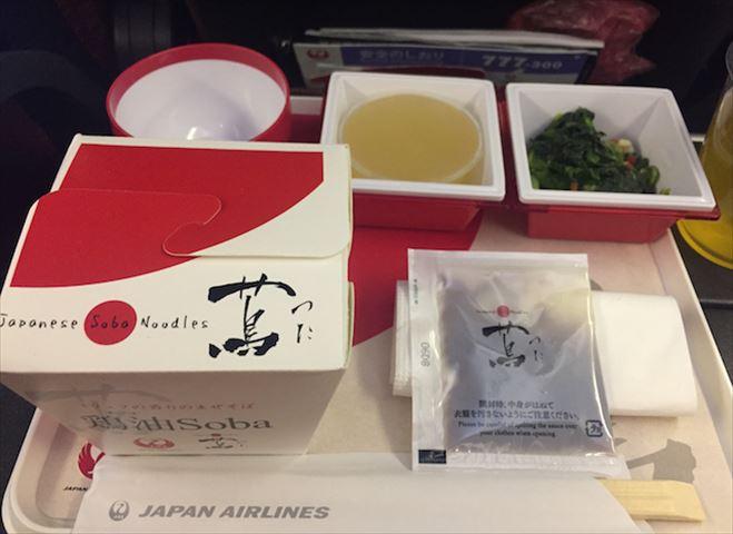 JAL国際線エコノミークラス【機内食ルポ】東京(羽田)〜ニューヨークの機内食。日本発は「空の上のレストラン」