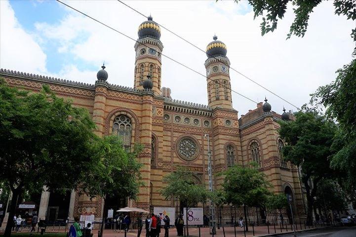 ピンクの幻想世界が広がる、ヨーロッパ最大・ブダペストのシナゴーグ