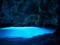 イタリアのカプリ島だけじゃない【青の洞窟】は日本にもいっぱいある!?