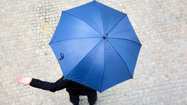 なる早? 実のところ、男性は傘好き。いつも「傘」を持ち歩く男性は、女性の2倍!