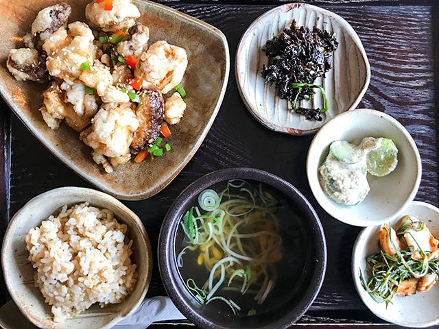 【韓国・ソウル】ランチでも予約必須の人気カフェ「parc」で韓国家庭料理を