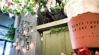 """店内はお花がいっぱい!弘大の人気フラワーカフェ「24""""7+」【韓国・ソウル】"""