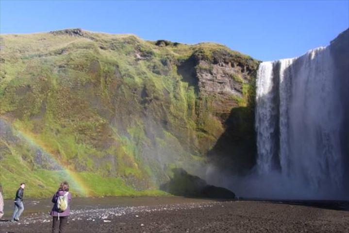 青い氷河だけじゃない!アイスランドのワイルドな風景