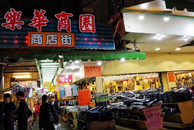 【台湾現地ルポ】地元民が集まる夜市に潜入!台北のローカル夜市「樂華夜市」