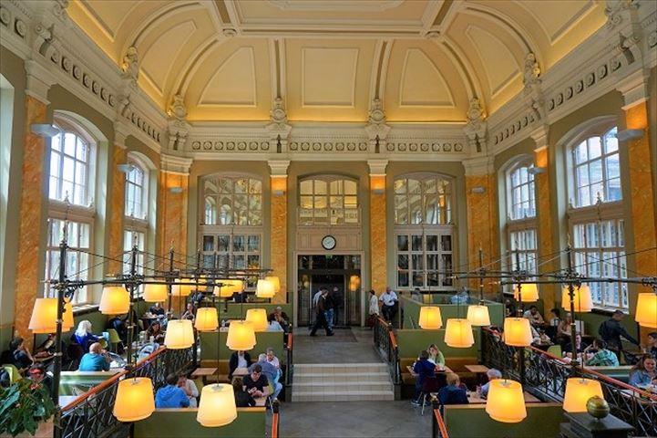 世界一美しいマクドナルド、ブダペスト西駅のマックはケーキもあってカフェにおすすめ
