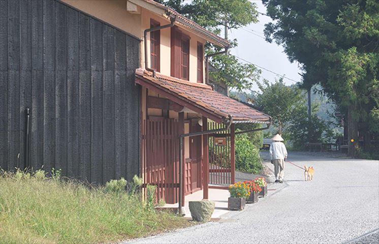 ベンガラ色一色の街並み!赤銅色の吹屋ふるさと村がまるでおとぎの国
