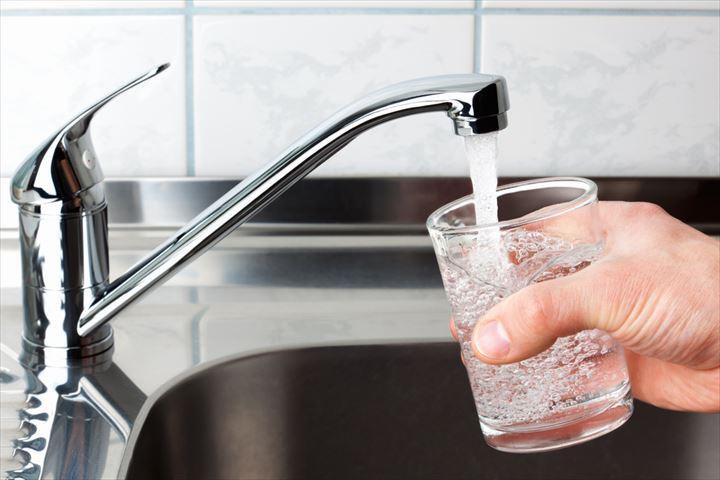 旅行先の国は大丈夫!?水道水を飲めない国で気をつけたい食事情