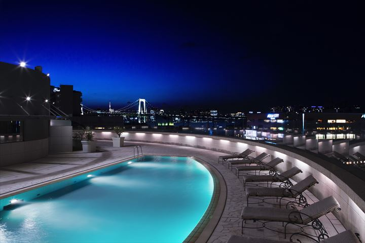 東京の夜景に包まれながら優雅なひとときを「東京トワイライトプールプラン2018」