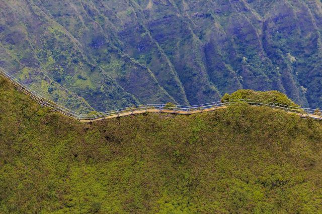 え?立入禁止?!ハワイ・オアフ島の絶景ポイント「天国への階段」