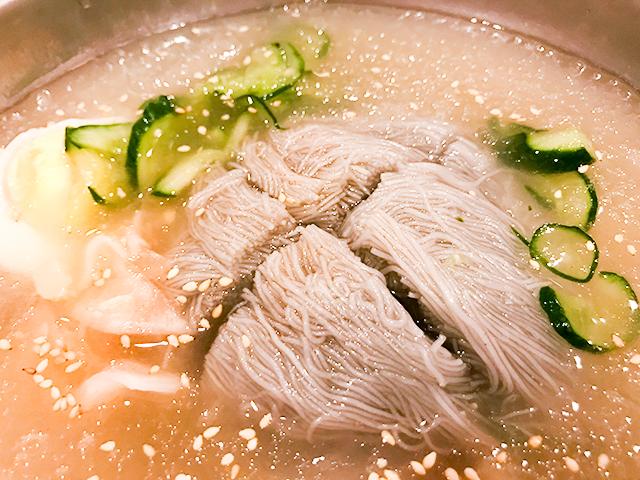 直火焼き焼肉と一緒に冷麺が食べられる新大久保「コサム冷麺専門店」