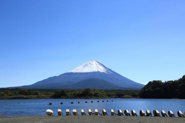 【富士山トリビア】富士山の近くに7年に一度現れる幻の湖がある!?2018年にも出現!?