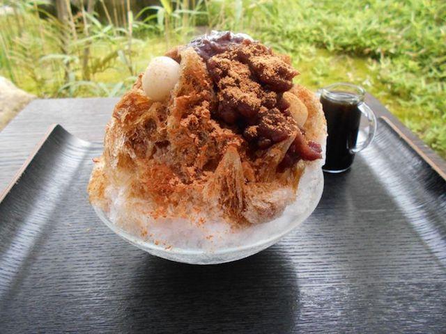 わざわざ関東から訪れる人もいるかき氷。最高級素材で作る「丹波天然水かき氷」