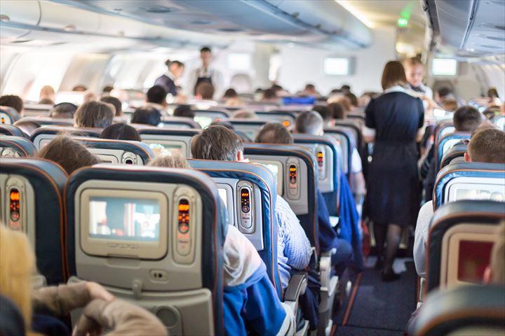 飛行機の背もたれ使用の世界標準?!これを押さえてトラブル回避。