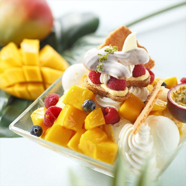 宮古島産マンゴー2個分&重さ1キロ超!驚きのジャンボマンゴーパフェ